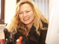 Claudia Lembeck, Sekretariat