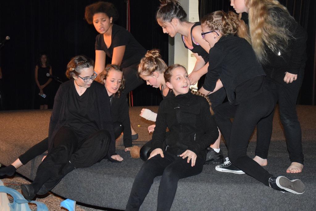 Irgendwo im Nirgendwo - Die Theater-AG begeistert