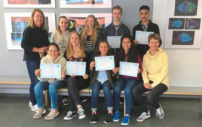 SchülerInnen erhalten DELF-Diplome