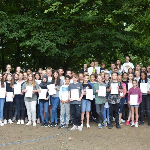 Schülervertretung verleiht Urkunden für engagierte Schülerinnen und Schüler