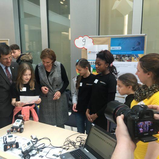 Realschule Wolbeck stellt Finalistinnen beim Wettbewerb DIGIYOU